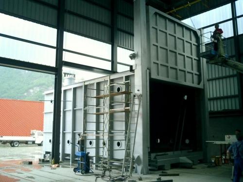 Car bottom heat treatment furnaces